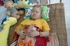 Gia đình ly tán, bé gái ung thư đau đớn khóc thầm