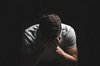 Tưởng mệt mỏi vì cảm cúm, nam thanh niên suy sụp khi biết mắc HIV