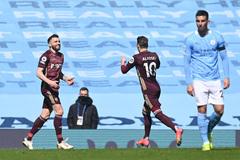 Chơi thiếu người, Leeds xuất sắc quật ngã Man City