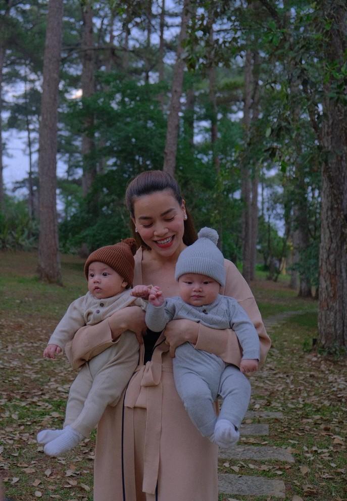 Khoảnh khắc hạnh phúc của Hồ Ngọc Hà bên hai con sinh đôi