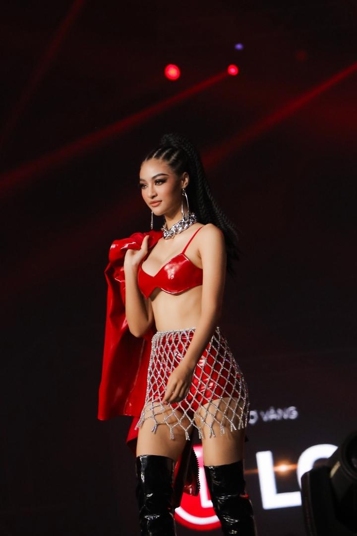 Tiểu Vy, Minh Tú hoá thiên thần nội y trên sân khấu Rap Việt