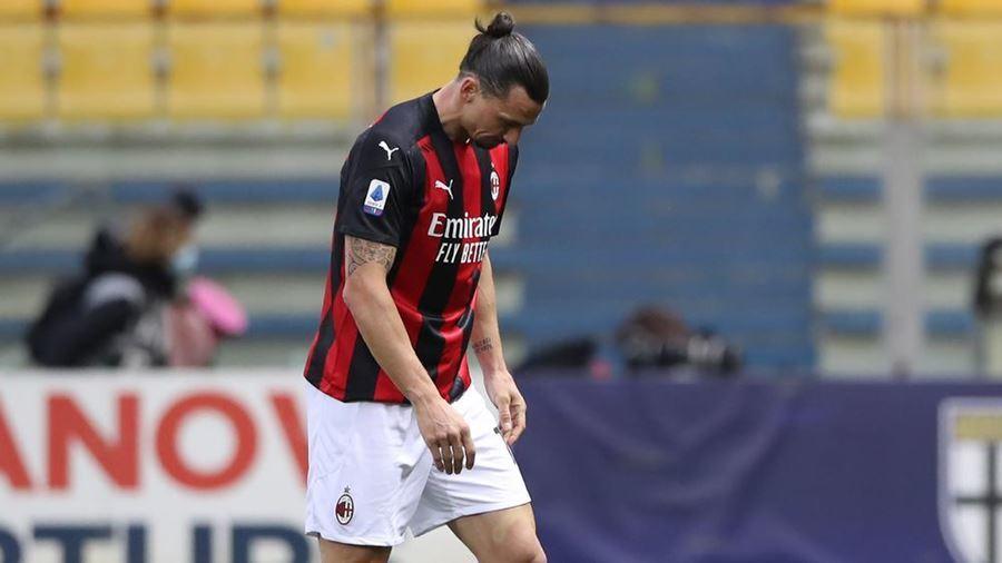 Ibrahimovic ăn thẻ đỏ, Milan vẫn dễ dàng bỏ túi 3 điểm