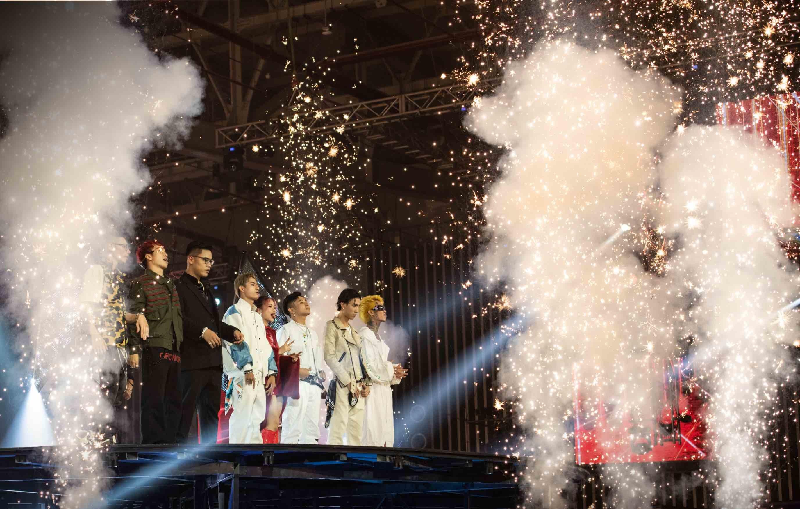 Suboi vắng mặt Rap Việt mùa 2, Karik tái xuất sau cú ngã chấn thương chân