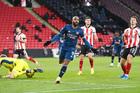 Lacazette lập cú đúp, Arsenal thổi bay Sheffield Utd