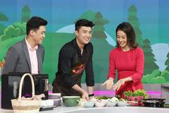 Diễn viên Quốc Trường trổ tài nấu ăn trên sóng trực tiếp của VTV