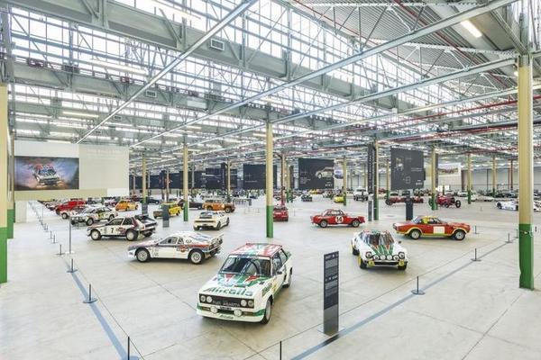 Bộ sưu tập xe mang tính di sản của các hãng ô tô nổi tiếng