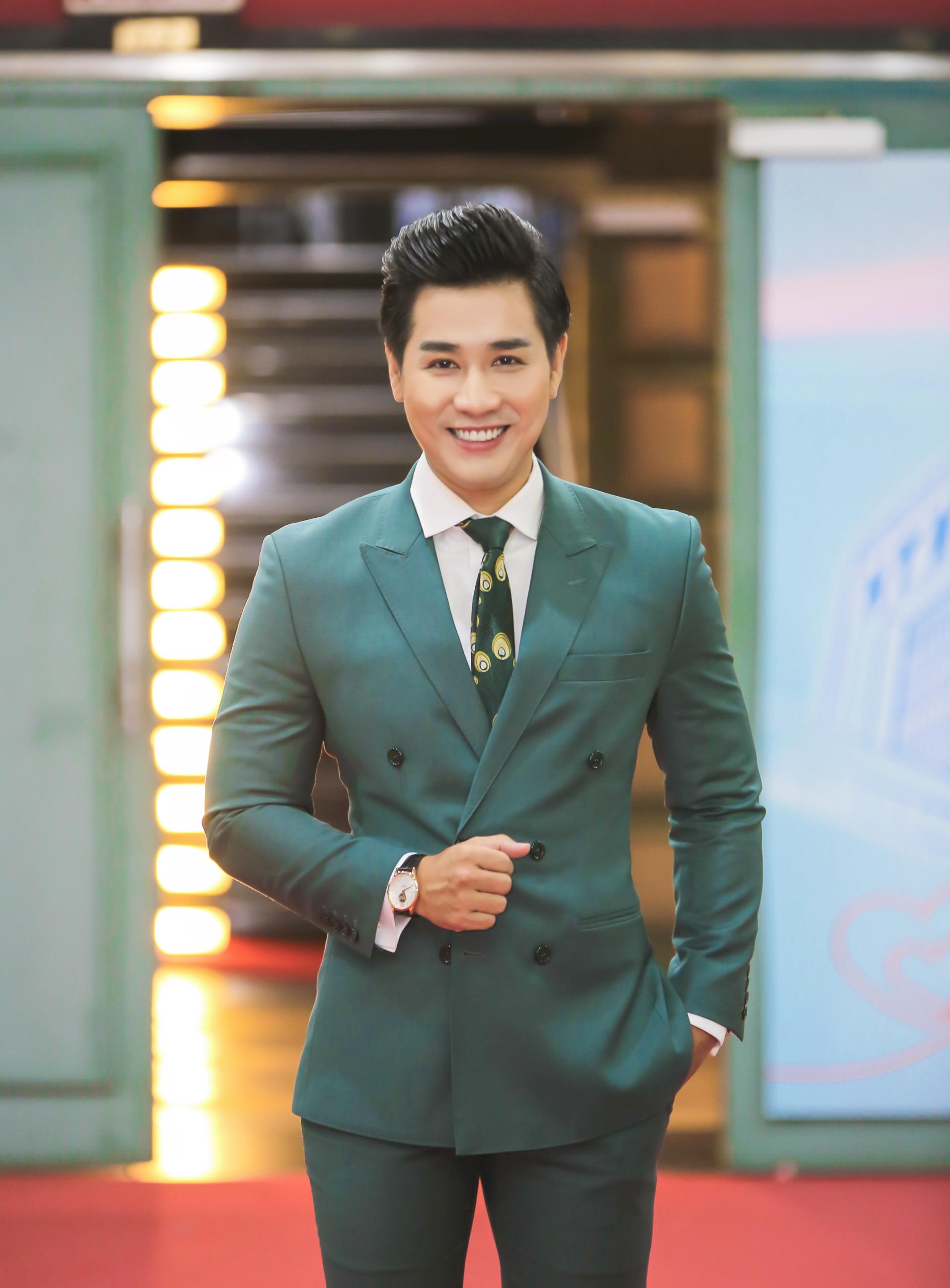 MC Nguyên Khang được khen khi dẫn 'Thay lời muốn nói'