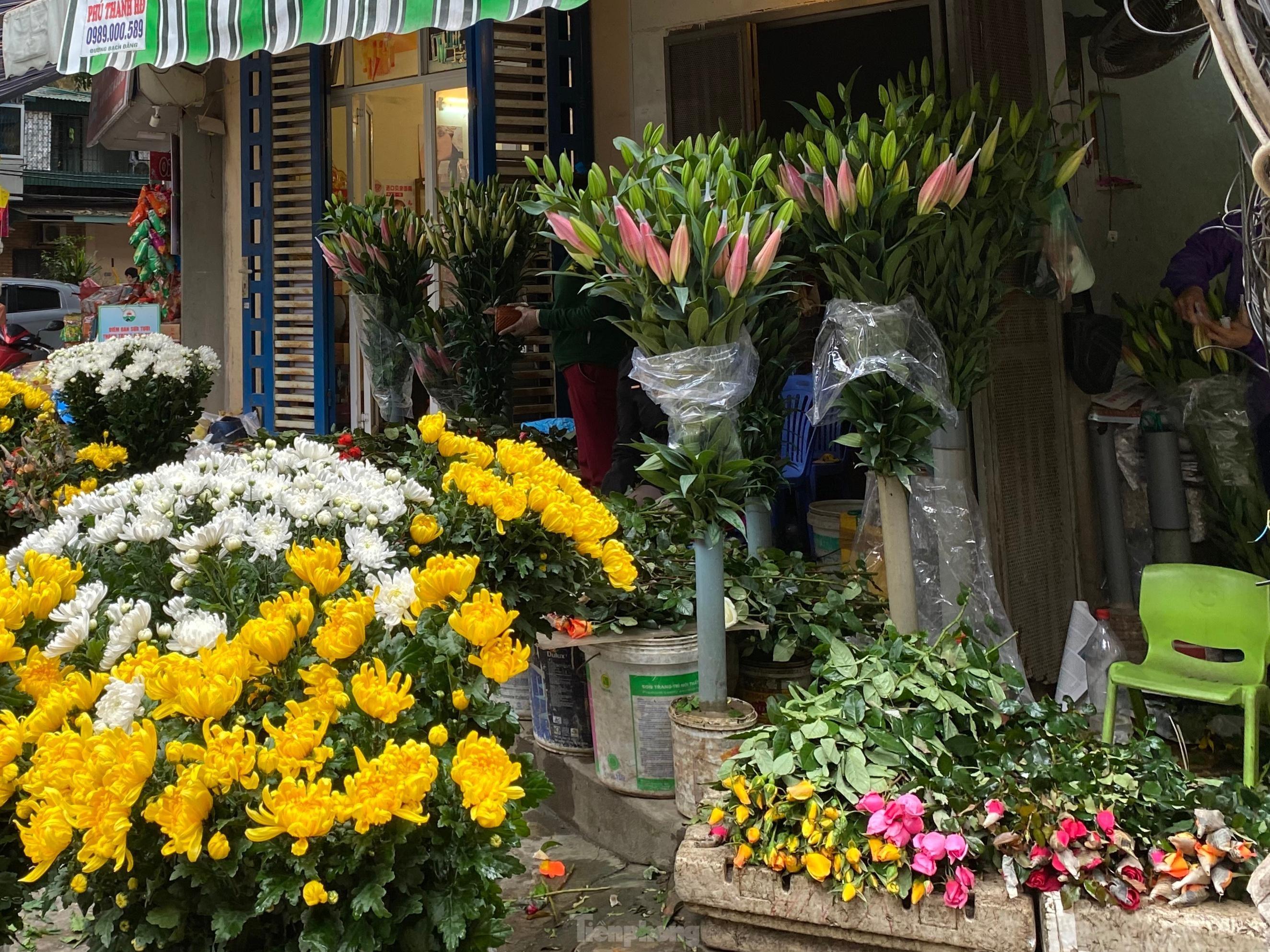Đi chợ ngày mùng 1, 'choáng' với giá mận đầu mùa đắt đỏ
