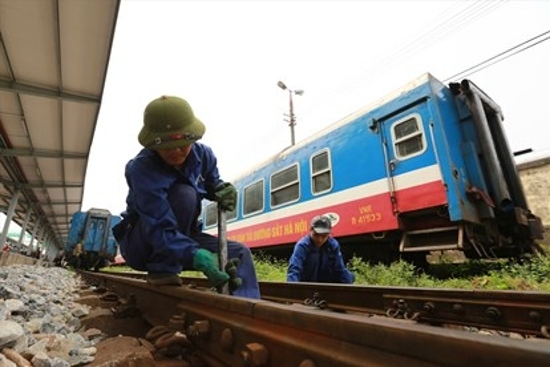Đường sắt có tiền không tiêu được