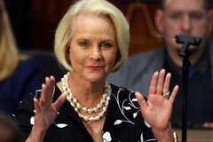 Vợ ông John McCain được chọn làm đại sứ Mỹ tại WFP