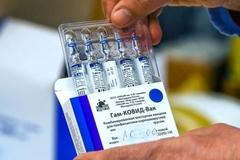 Ấn Độ phê duyệt khẩn cấp vắc-xin Nga, nhiều nhà hàng ở Anh tái mở cửa
