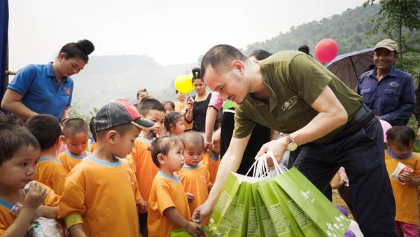 Mỹ phẩm Cỏ Mềm khánh thành 5 điểm trường ở Sơn La
