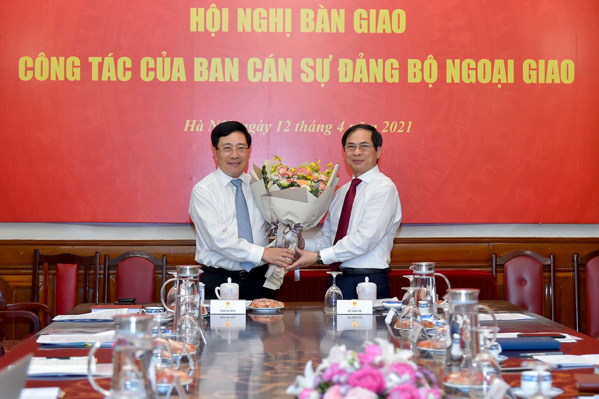 Phó Thủ tướng chia sẻ tình cảm sâu đậm trong 40 năm làm ngoại giao
