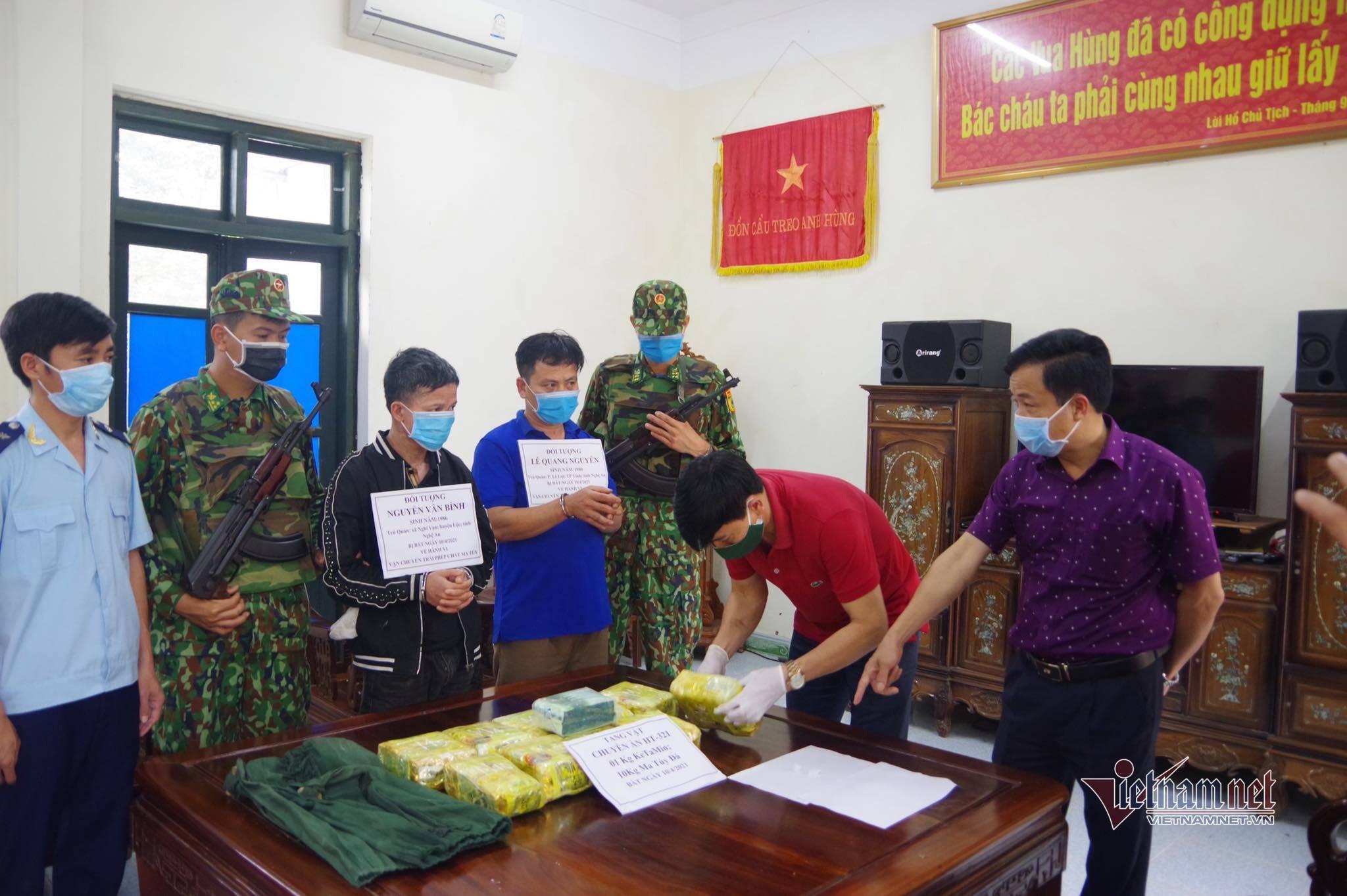 Bắt 2 kẻ chở thuê 11kg ma tuý từ Hà Tĩnh ra Hà Nội