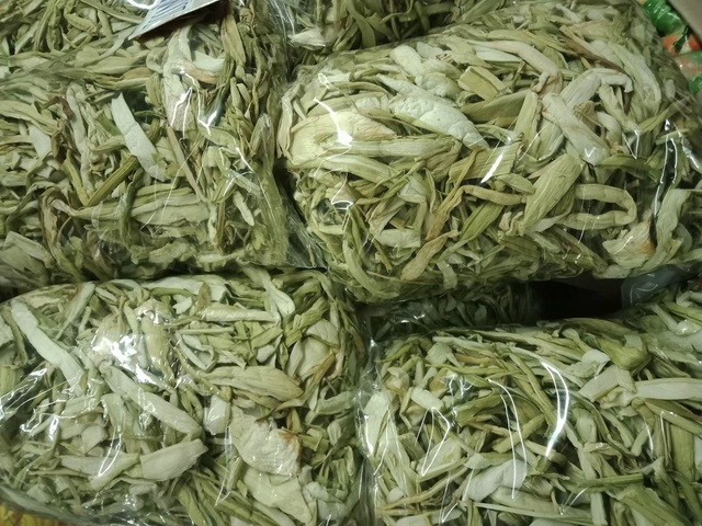 Dọc mùng sấy khô thành đặc sản nơi phố thị, 'hét giá' 300.000 đồng/kg