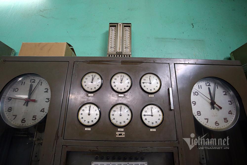 'Bí mật' đặc biệt bên trong cột đồng hồ Bưu điện Hà Nội