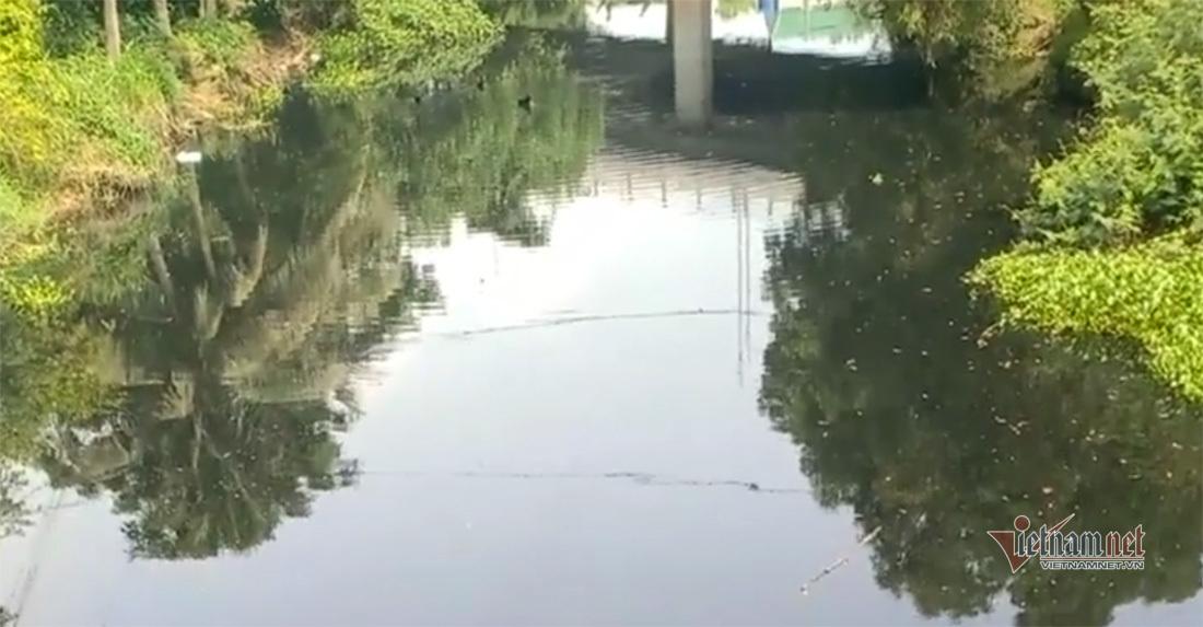 Nước thải đen ngòm bốc mùi ở di tích quốc gia kênh Nhà Lê