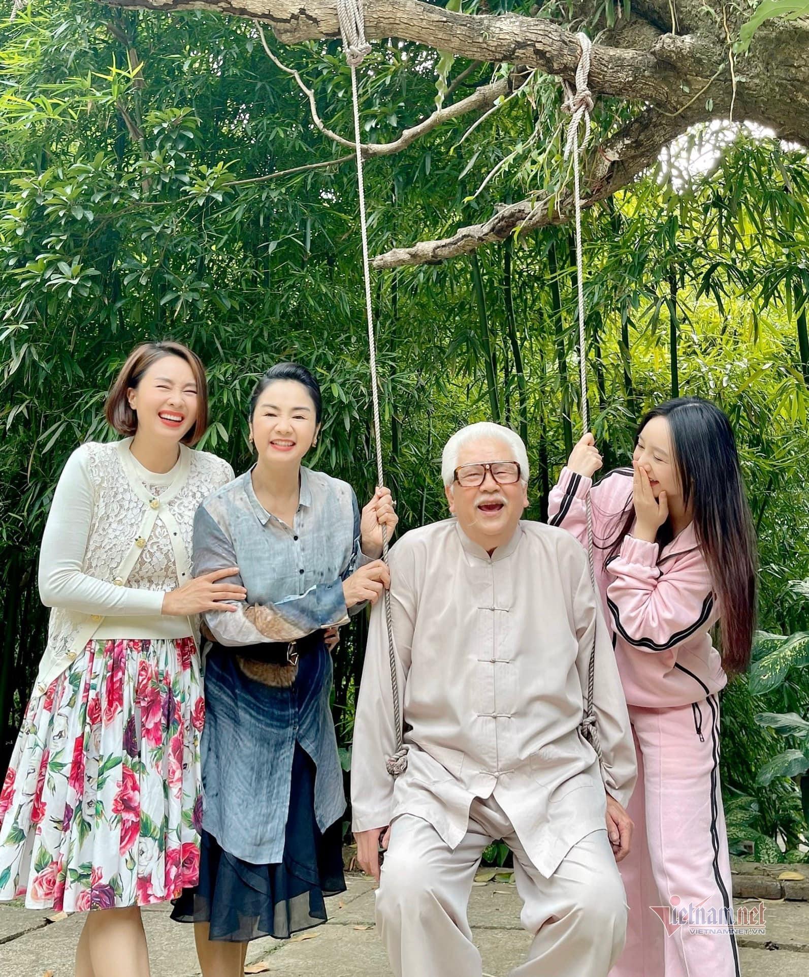 Ông Phan 'Hướng dương ngược nắng': Đạo diễn lo tôi 81 tuổi không thuộc lời thoại