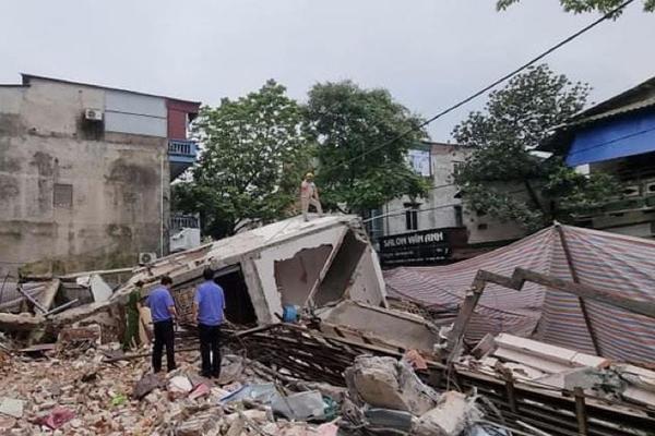 Nhà 3 tầng đổ sập ở Lào Cai, chủ nhà tiết lộ tài sản bị vùi lấp