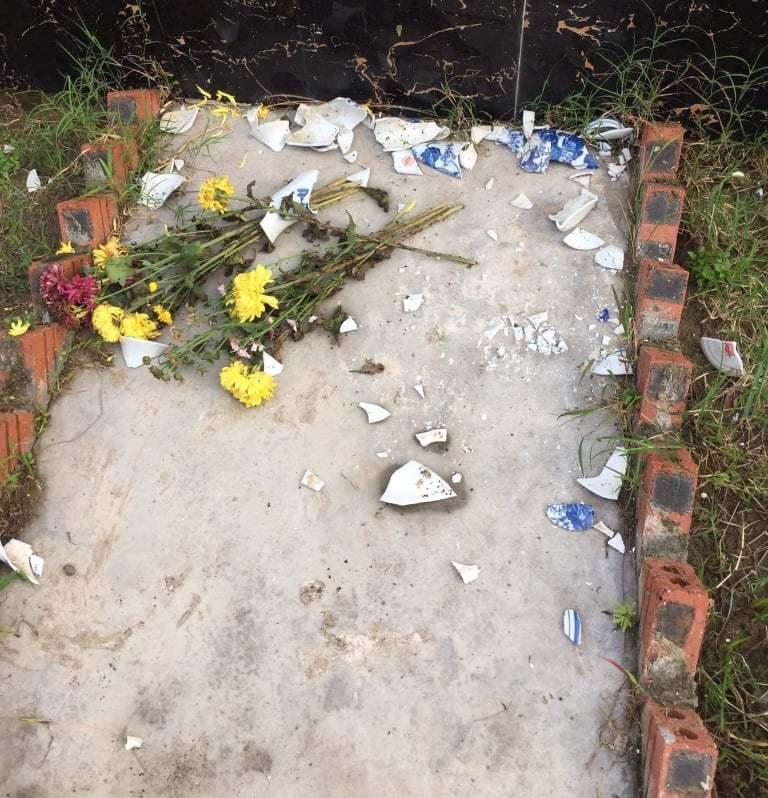 Kẻ xấu đập phá hàng loạt ngôi mộ ở Hải Phòng