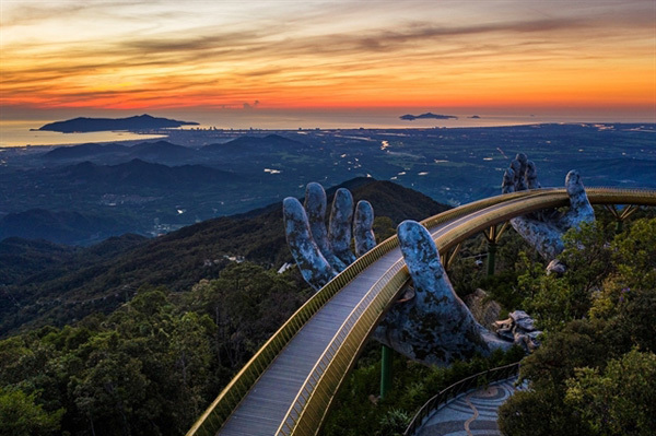 Golden Bridge in Da Nang tops the list of fresh wonders of the world