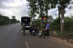 Lái xe máy tông vào gốc cây ven đường, 2 thiếu niên tử vong