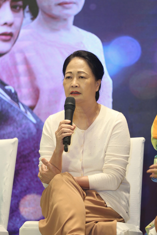 U70, NSND Như Quỳnh vẫn được chồng ân cần 'em có mệt lắm không?'