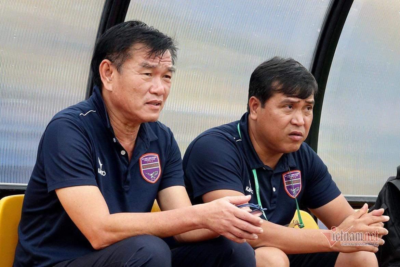 V-League chao đảo 'ghế nóng', bầu Đức làm ngoại lệ với Kiatisuk