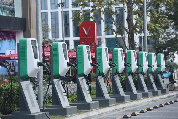 Cách VinFast đưa ô tô điện đến gần người dùng Việt