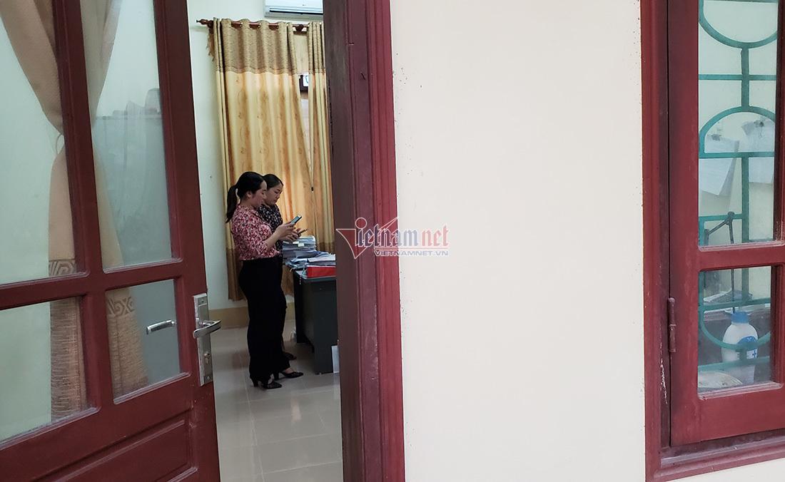 Công an niêm phong hồ sơ ký khống nhận tiền người nghèo ở Nghệ An