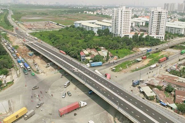 Over VND27 trillion sought for key roads leading to seaports in HCM City