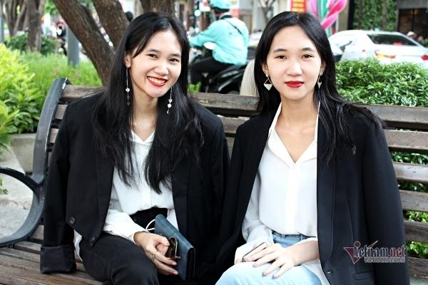 Cặp song sinh xinh đẹp thành lập nền tảng 'gỡ rối' cho người trẻ