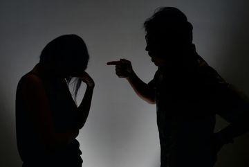 Cô dâu Việt ở Singapore: Bị chồng bạo hành nhưng không dám cầu cứu