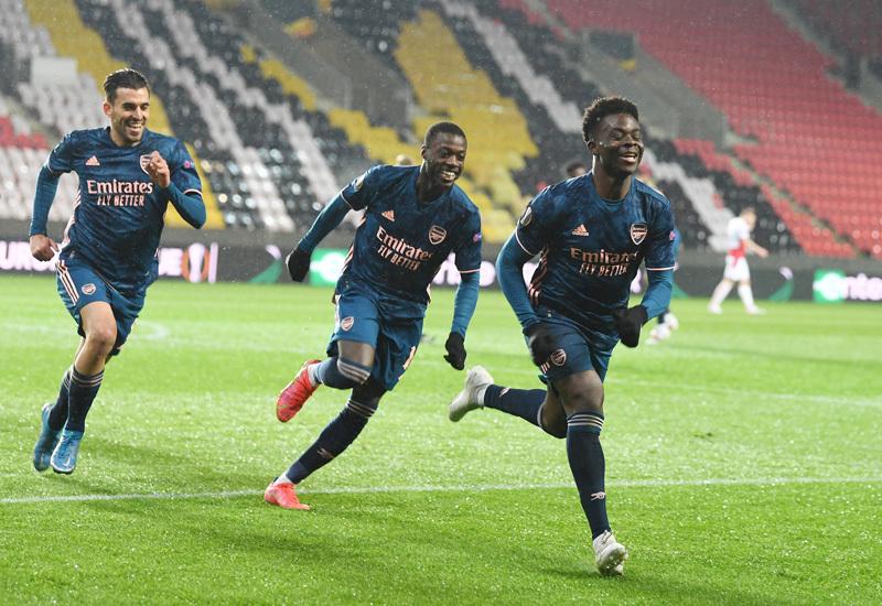 Arsenal đại thắng Slavia Praha đoạt vé bán kết