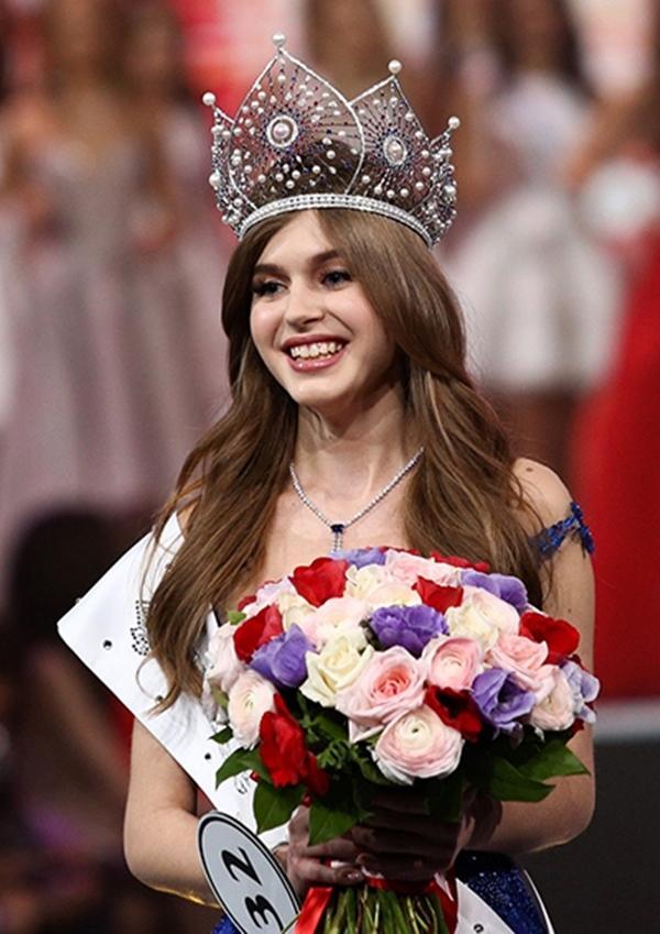 Hoa hậu Nga xin lỗi vì scandal kỳ thị đối thủ trước thềm Hoa hậu Hoàn vũ