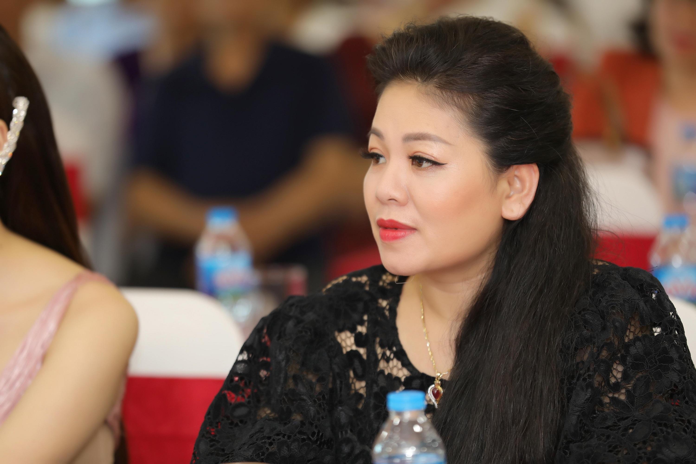Hoa hậu Tuyết Nga trong mắt ca sĩ Anh Thơ