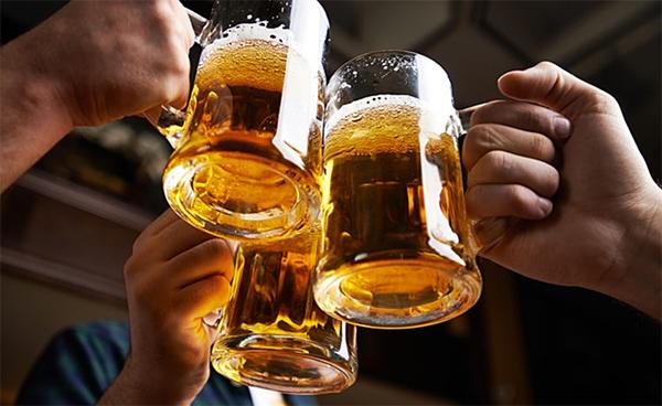 Thường xuyên phải uống rượu bia, cách nào bảo vệ gan?