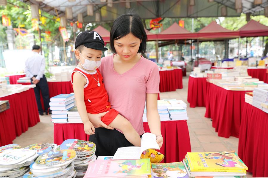 'Một nét văn hóa Hà Nội' qua sách và nghệ thuật