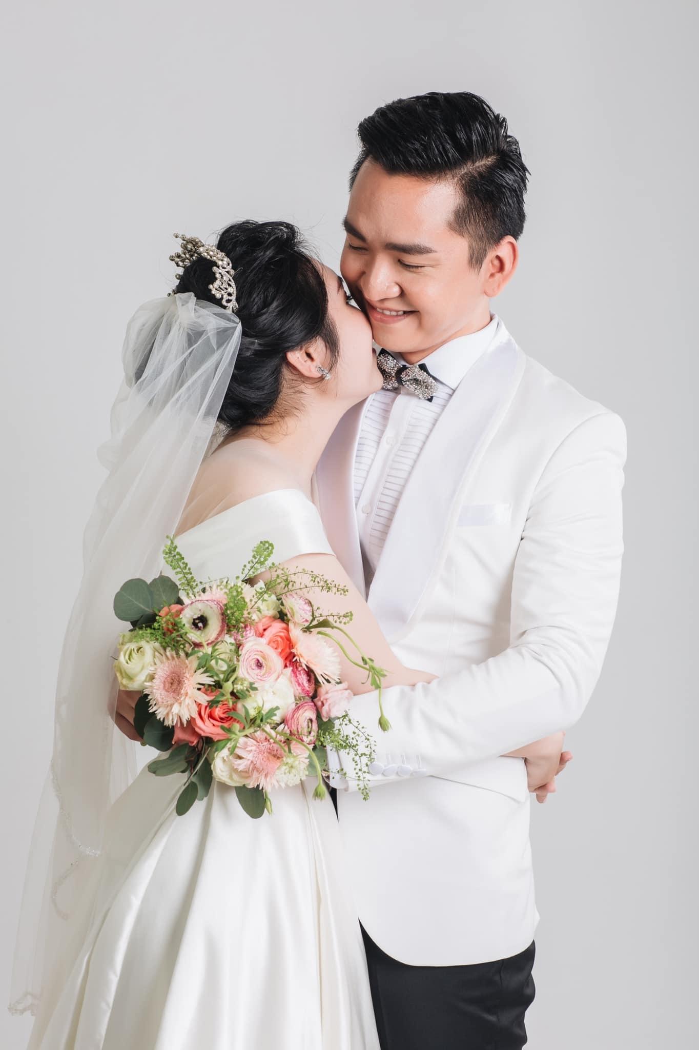 mc hanh phuc 5 MC Hạnh Phúc lần đầu đăng ảnh cưới sau hơn 1 năm kết hôn