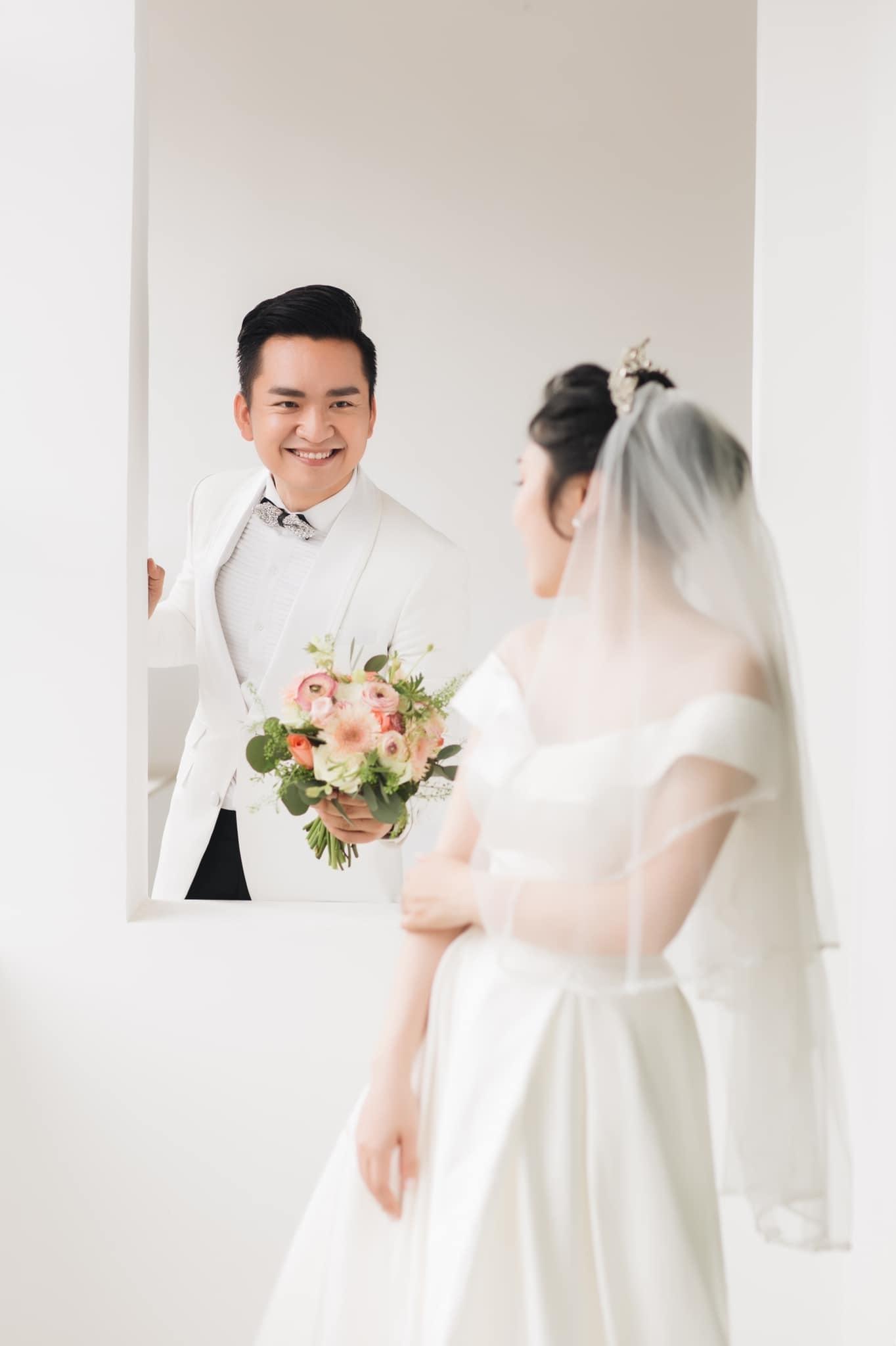 mc hanh phuc 8 MC Hạnh Phúc lần đầu đăng ảnh cưới sau hơn 1 năm kết hôn