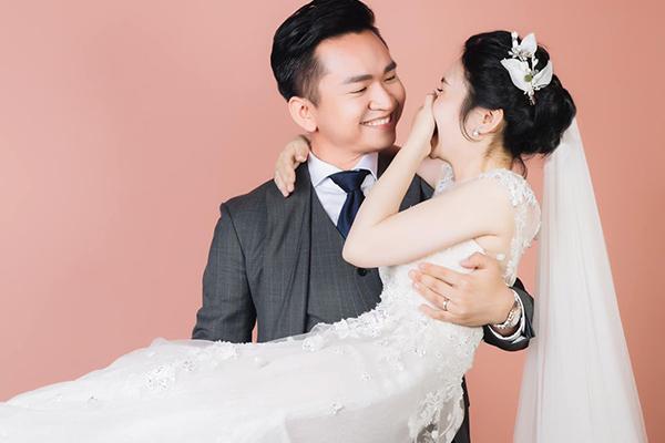 MC Hạnh Phúc VTV lần đầu đăng ảnh cưới sau hơn một năm kết hôn