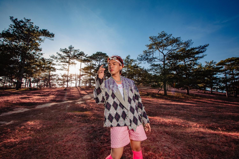 Chủ nhân hit 'To The Moon' ra mắt MV mới