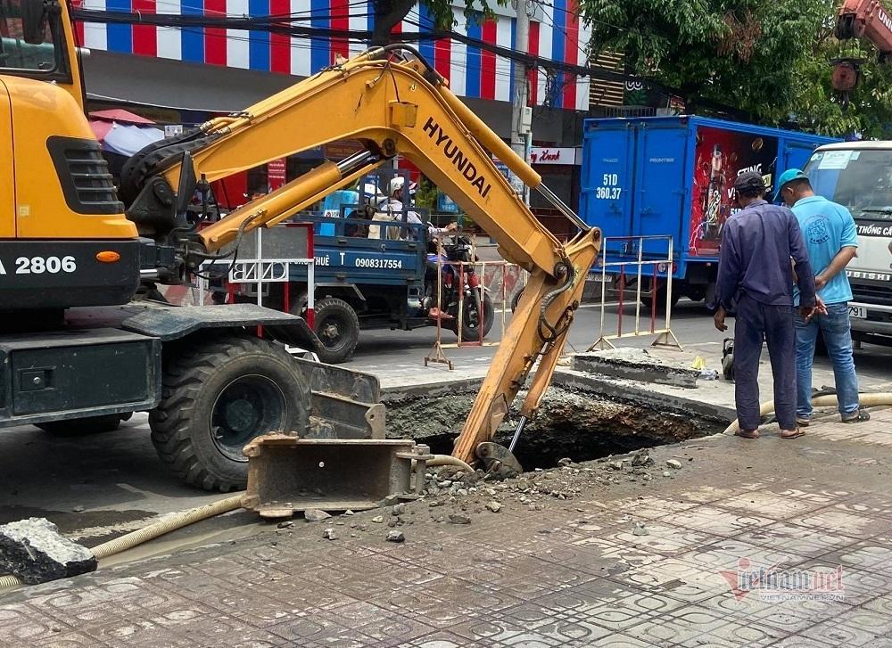 'Hố tử thần' ở Sài Gòn có thể nuốt cả chiếc ô tô
