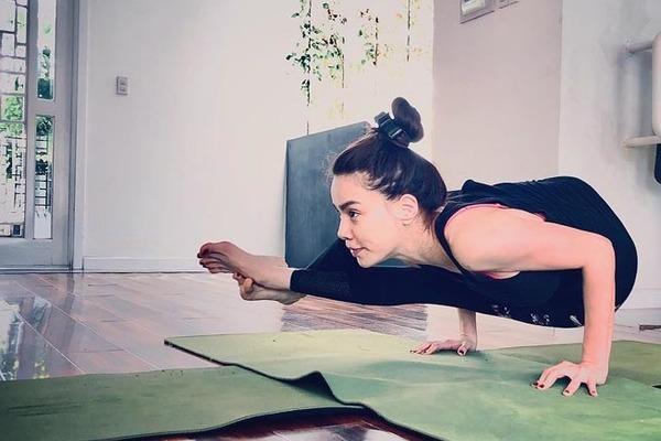 Hồ Ngọc Hà, Quỳnh Nga, Bảo Anh điêu luyện với yoga