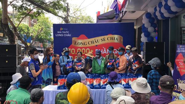 FPT Long Châu tặng thuốc, gạo cho 70.000 hoàn cảnh khó khăn