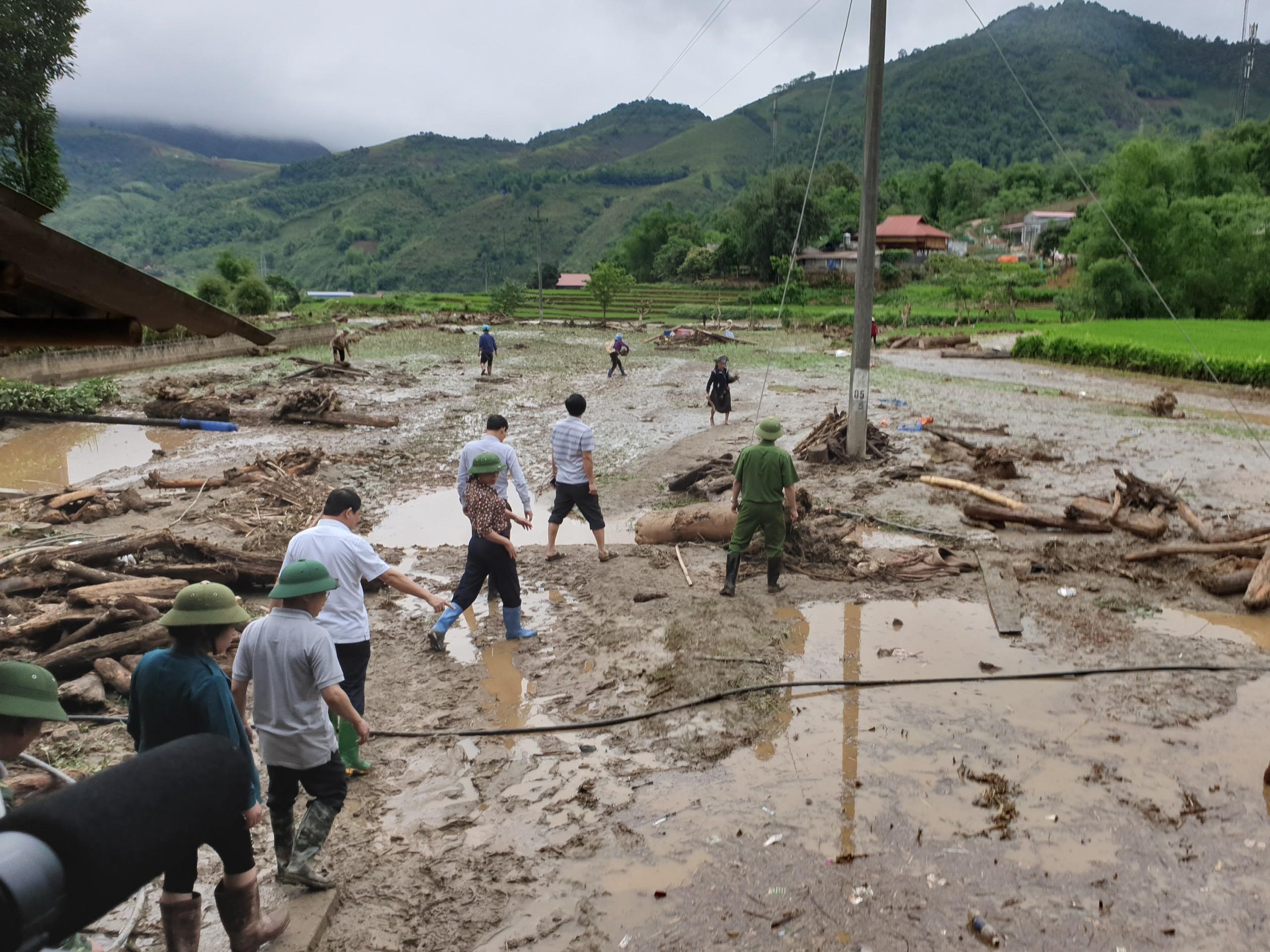 Thủ tướng chia buồn đến gia đình nạn nhân trong mưa lũ Lào Cai