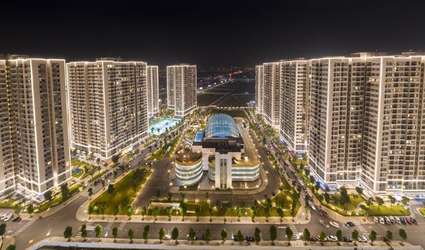 Hàng nghìn ứng viên tham dự đại hội tuyển dụng tư vấn bất động sản Vinhomes
