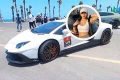 Bóng hồng duy nhất trong hành trình siêu xe cầm lái Lamborghini 50 tỷ