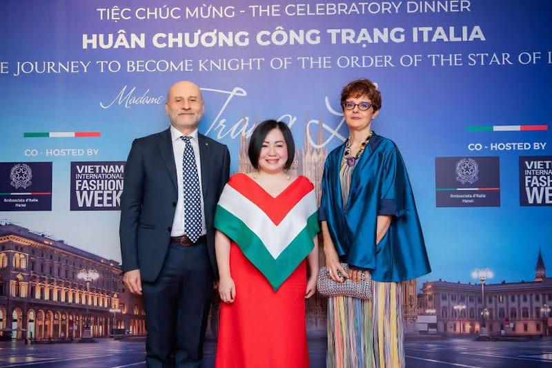 Bà Trang Lê song ca cùng Hồng Nhung
