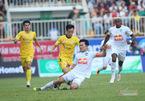 V-League hoãn vô thời hạn, tuyển Việt Nam gặp khó